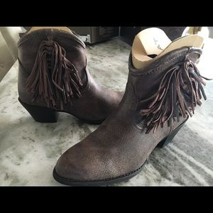 ARIAT ALMOND TOE BOOTS